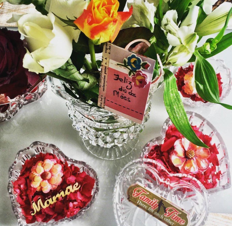 decoraçao de flores e cristais para o Dia das Mães
