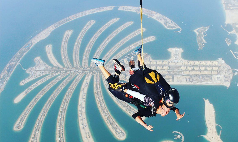 SkyDive em Dubai, pois já que é para voar, que seja na paisagem mais incrível que puder.
